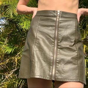 VEGAN FAUX LEATHER GREEN SILVER ZIPPER MINI SKIRT